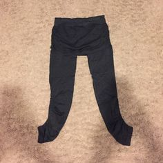 Athleta leggings with built in skirt Athleta leggings with a really cute skirt built in. Worn a few times but in great condition. Athleta Pants Leggings