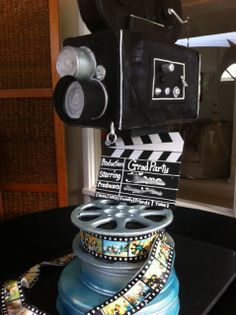 Movie Night Themed Grad Party Cake Everything is edible except for the internal structure. The reels on top of the camera are RKT. Edible Ink Printer, Edible Printing, Big Cakes, Just Cakes, Unique Cakes, Creative Cakes, Hollywood Cake, Hollywood Theme, Camera Cakes