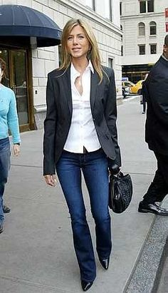 Jennifer Aniston casual Business Outfit