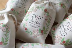 Pochon EVJF à personnaliser Cadeau Surprise, Organiser, Marie, Parfait, Wedding, Groomsmen, Bridal Shower, Maid Of Honour Gifts, Young Living