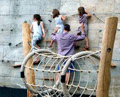 Mocht je in Parijs zijn met kinderen een must is Les Bergères. Een boulevard van 2,3 kilometer met in en langs de Seine, drijvende tuinen, wandelpaden, sportveldjes atletiekbanen, grote foto-exposities en klimmuren voor kinderen. Dit alles links en rechts gelardeerd met vers gras, plantenkassen, zitbanken, strandstoelen en heel, heel veel bloemen. De nieuwe boulevard genaamd 'Les Berges de Seine' loopt van net voorbij de Eiffeltoren tot even voorbij het Musée d'Orsay.
