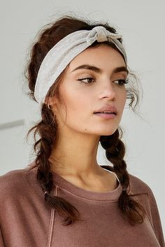 Top 60 All the Rage Looks with Long Box Braids - Hairstyles Trends Box Braids Hairstyles, Straight Hairstyles, Hairstyles With Headbands, Curly Hair Headband, Knot Headband, Braids With Headband, Everyday Hairstyles, Bandana Hairstyles For Long Hair, 2 Buns Hairstyle