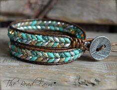 Diy Leather Bracelet, Beaded Bracelet Patterns, Beaded Wrap Bracelets, Leather Jewelry, Beaded Jewelry, Macrame Bracelets, Beaded Earrings, Boho Jewelry, Beaded Leather Wraps