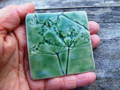 Verde baldosa cerámica hecha a mano chapoteo detrás verde