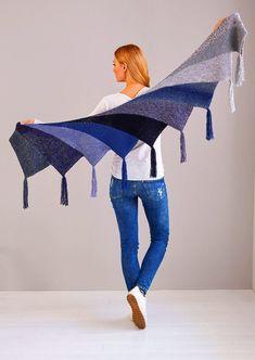 Fan cloth as Wingspan variant - Stricken , Fächertuch als Wingspan Variante Fan cloth as Wingspan version - free knitting instructions Stricken. Poncho Knitting Patterns, Shawl Patterns, Free Knitting, Crochet Patterns, Crochet Ideas, Knitted Shawls, Crochet Shawl, Knit Crochet, Crochet Afghans