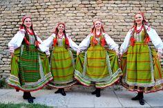 Poland: Kurpie Białe folk costume // Zespół Pieśni i Tańca UJ SŁOWIANKI https://www.facebook.com/slowianki/