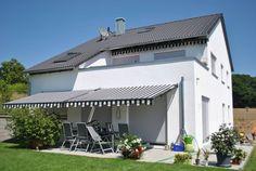 In diesem Ideenbuch stellen wir euch ein hübsches Einfamilienhaus in Fürth vor, das zumindest von außen kaum Wünsche offen lässt.