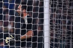Juventus' goalkeeper from Italy Gianluigi Buffon warms up before the UEFA Champions League Group D football match Juventus Barcelona on November 22, 2017 at the Juventus stadium in Turin. / AFP PHOTO / Filippo MONTEFORTE / The erroneous mention[s] appearing in the metadata of this photo by Filippo MONTEFORTE has been modified in AFP systems in the following manner: [during the UEFA Champions League football match Juventus vs Barcelona on November 22, 2017 at the Juventus stadium in Turin]…