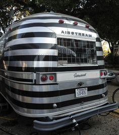 I LOVE this custom airstream paint job... Austin, TX