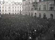Bröddemonstration på Fristadstorget i Eskilstuna, april 1917. Louvre, Museum, Building, Travel, Viajes, Buildings, Destinations, Traveling, Trips
