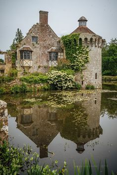 England Travel Inspiration - Scotney Castle, Kent, England
