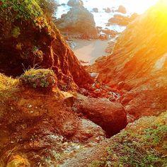 "Trilha difícil praia maravilhosa! ------------------------------------------------------- Siga: @decaronapelomundo_ Use: #decaronapelomundo  Curta: ""DeCarona Pelo Mundo"" no Facebook. http://ift.tt/1Ln6zSC ------------------------------------------------------- #viagem #trip #wanderlust #mar #viajantes #mochileiros  #travel #backpackers #backpack #photo #beach #perfect #praia  #trilha #photographer #boatardee #gopro #instatravel  #instatrip #goodevening #hippie #positividade #brazil #nature…"