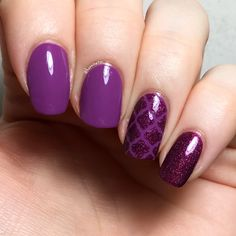 Purple + holo accent nails 💜