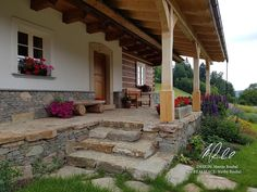 Fotogalerie realizovaných roubených staveb - roubenkyroubal.cz Log Cabin Homes, Cottage Homes, Cute Cottage, American Houses, Natural Building, Traditional House, Cozy House, Beautiful Homes, House Plans