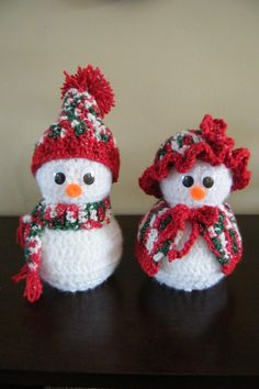 I absolutely adore these crocheted Mr. My mom had a set of these when I was a kid. In fact, she still has them and refuses to give them to me! So, I had to make my own set! Crochet Christmas Decorations, Crochet Decoration, Christmas Crochet Patterns, Holiday Crochet, Christmas Crafts For Gifts, Christmas Knitting, Crochet Stocking, Crochet Santa, Crochet Snowman