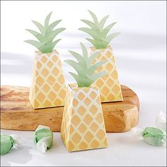 Pineapple favor boxes is just what your Luau or Tropical theme party needs to thank your guests! Fill with your treats or use to decorate your tables - guests w Luau Bridal Shower, Baby Shower, Shower Party, Origami Wedding Invitations, Wedding Favors, Wedding Ideas, Wedding Boxes, Wedding Fun, Hawaii Wedding