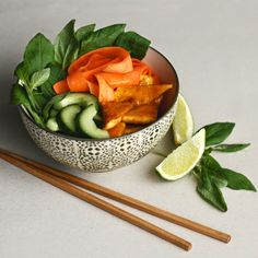 Mango and lemongrass glazed tofu with vegetables and brown rice. Bowlful of Thai flavors! Vegan - by Maikin mokomin