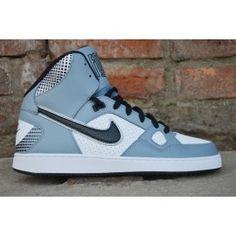 Buty Sportowe Nike Son Of Force Mid Numer katalogowy: 616281-019   Obuwie Nike Son Of Force za kostkę wykonywane z wysokogatunkowej skóry, wysokojakościowych tworzyw sztucznych i tekstylnych. Solidne obszycia i wykończenia gwarantują wytrzymałość a z zarazem wygodę. Wzmocniona przy pięcie i na nosku dla lepszej ochrony. Do każdej zakupionej pary dołączamy paragon lub fakturę VAT. Buty są oryginalne.
