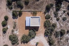 Can Xomeu Rita is a small dwelling that takes the name of the traditional place name of the interior of the island of Formentera where it is located Ibiza, Spanish Islands, Dining Room Fireplace, Charming House, Dry Stone, Concrete Houses, Landscape Lighting, Rustic Interiors, Simple House
