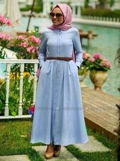 robe hijab - Recherche Google Iranian Women Fashion, Muslim Fashion, Modest Fashion, Hijab Fashion, Modern Hijab, Kurti Designs Party Wear, Hijab Outfit, The Dress, Beautiful Outfits
