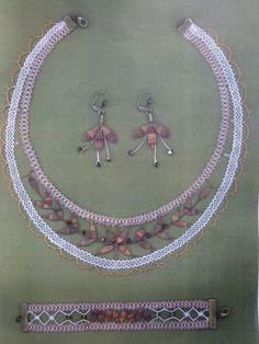 BONNE NOUVELLE! Lace Necklace, Lace Jewelry, Needle Lace, Bobbin Lace, Beaded Bracelet Patterns, Beaded Bracelets, Lacemaking, Crochet Needles, Lace Heart