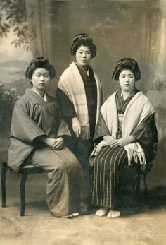 +~+~ Vintage Photograph ~+~+  Japanese Family of SIsters