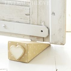 DIY or buy --- Polka Dot Heart Door Wedge - pretty cute Shabby Chic Accessories, Window Accessories, Wooden Door Stops, Wooden Doors, Woodworking Basics, Woodworking Wood, Barn Quilt Patterns, Door Stopper, Hanging Hearts