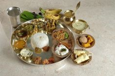 Do you enjoy Indian cuisine? Interesting in knowing more about it? Then read on and enjoy! Easy Healthy Breakfast, Diet Breakfast, Easy Healthy Dinners, Healthy Dinner Recipes, Vegetarian Recipes, Vegetarian Cookbook, Diet Food List, Food Lists, Wedding Food Menu