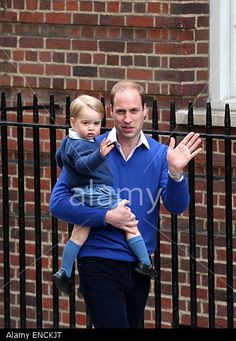 Prince William, Duke of Cambridge, holding Prince George arrive at St. Mary's Hospital after Catherine, Duchess of Cambridge, gave birth to a baby girl here in London, on May 2, 2015. The newborn baby girl made her first appearance to the public with the Duke of Cambridge and the Duchess outside St. Mary's Hospital on Saturday evening. © Xinhua / Alamy
