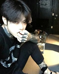 korean boy in tattoo ✿ Korean Boys Hot, Korean Boys Ulzzang, Ulzzang Boy, Korean Men, Cute Asian Guys, Asian Boys, Asian Men, Tumblr Bad, Beautiful Boys