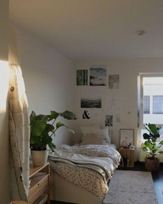 Cozy Bedroom, Bedroom Decor, Cleaning My Room, Have A Great Sunday, Simple Aesthetic, Aesthetic Bedroom, Morning Light, New Room, Vintage Outfits