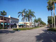 A fantastic picture of Venice Avenue! We are in the pink building!  This is one of my favorite places to go!!!