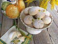 La pasta frolla all'olio è una variante della classica pasta frolla realizzata con il burro, che si può utilizzare per biscotti e crostate