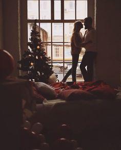 WEBSTA @ ratundalova - Хочется чуть больше легкости от людей и находится в компании тех, кому от тебя ничегошеньки не надо, кроме твоей компании, понимаете?) Вот такой #backstage с новогодней лавстори Фотографировал @alex_chuvakhin Декор ненаглядные @magic_of_decor Визажист @luba_litoshko Парочка @any_yoyo и @dmitry_tcgroup #ratundalovamovie