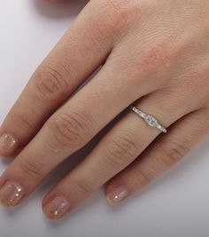 I don't really need or want a huge/obnoxious engagement ring, i'd be happy with small and simple