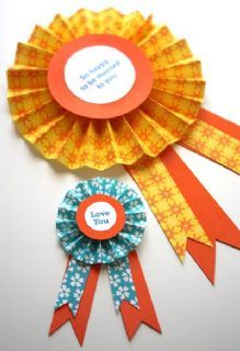 DIY Paper Medallions {Simple Paper Crafts} Leave sweet sentiments for loved ones to find with this simple paper craft idea. Paper Ribbon, Diy Ribbon, Ribbon Crafts, Easy Paper Crafts, Diy Crafts For Kids, Paper Crafting, Diy Flowers, Paper Flowers, Horse Ribbons