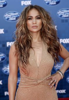 I love her think curls. thow some highlights in there and this is what I want. I can do this too with my bombshell
