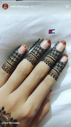They're simple and clean but just detailed enough that I keep looking back at them and looking back at them and looking back at them xD Mehndi Designs 2018, Modern Mehndi Designs, Wedding Mehndi Designs, Mehndi Design Pictures, Beautiful Mehndi Design, Finger Henna Designs, Mehndi Designs For Fingers, Henna Tattoo Designs, Fingers Design