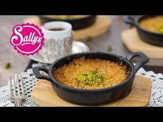 Künefe / Konafa / Kanafeh – orientalisches Dessert / Sallys Welt - Famous Last Words Maila, Middle Eastern Recipes, Dessert Recipes, Desserts, Mozzarella, Food And Drink, Bbq, Sweets, Snacks