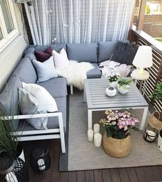 14 Stylish Balcony Decoration Ideas You Must To See - インテリア - Balkon Pallet Patio Furniture, Outdoor Furniture Sets, Design Balcon, Rustic Outdoor Decor, Rustic Patio, Apartment Balconies, Apartment Walls, Apartment Design, Balcony Garden