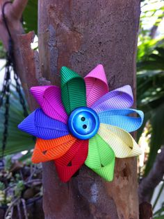Poss DIY gifts for the girls in Ella's troop: Girl Scout Daisy Ribbon Sculpture Hair Clip.  So cute!