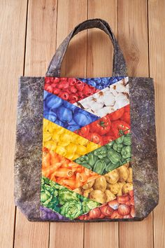 Shopping bag Quilted Bag, Fabric Bags, Quilting Patterns, Show And Tell, Cute Crafts, Bag Making, Sewing Ideas, Purses And Bags, Shopping Bag