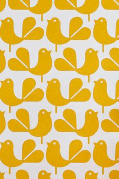 A yellow wallpaper in the bedroom or living room is very refreshing wall design ideas with wallpaper yellow wallpaper pattern Grid Wallpaper, Pattern Wallpaper, Wallpaper Samples, Motif Vintage, Vintage Patterns, Retro Pattern, Pattern Art, Pretty Patterns, Beautiful Patterns