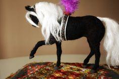 Needle felting horse circus black horse por MinzooNeedleFelting