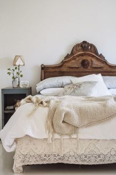 Trendy Home Bedroom Vintage Vintage Bedroom Furniture, Wood Bedroom, Bedroom Vintage, Bedroom Decor, Wood Headboard, Furniture Ideas, Cheap Furniture, Bedroom Apartment, Apartment Therapy