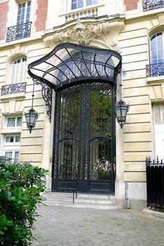 An architectural walk in the arrondissement - Paris