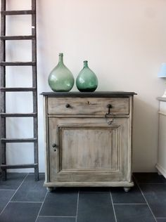 Old cupboard...painted in Annie Sloan's Graphite & Country Grey...by me 4 PuurBrocante