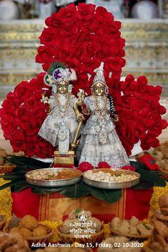 Hari Hari, Bhakti Song, Accounting And Finance, God Pictures, Hindu Art, Lord Krishna, Sacred Art, Hinduism, Table Decorations