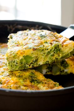 A Broccoli Cheddar Frittata to Love! This is a great shot of this piece of the frittata, showcasing the thick layers of broccoli, cheese, and egg. The steam is visible rising at the top, and the lighting allows the colors to show up as their best. Cheese Frittata Recipe, Zucchini Frittata, Frittata Recipes, Vegetarian Frittata, Broccoli Cheddar Quiche, Broccoli Pizza, Vegetarian Recipes, Cooking Recipes, Eggs