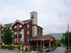 Wenatchee (WA) Holiday Inn Express Wenatchee United States, North America Located in Wenatchee, Holiday Inn Express Wenatchee is a perfect starting point from which to explore Wenatchee (WA). The hotel offers a high standard of service and amenities to suit the individual needs of all travelers. Service-minded staff will welcome and guide you at the Holiday Inn Express Wenatchee. Guestrooms are fitted with all the amenities you need for a good night's sleep. In some of the roo...